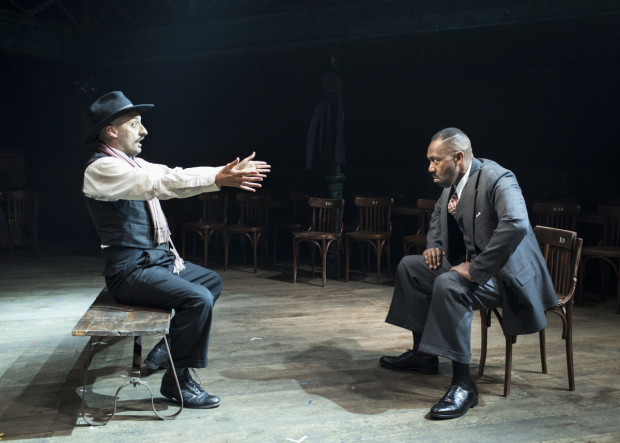 <p>Tom Edden (Actor) and Lenny Henry (Arturo Ui) in <em>The Resistible Rise of Arturo Ui</em></p><br />© Helen Maybanks