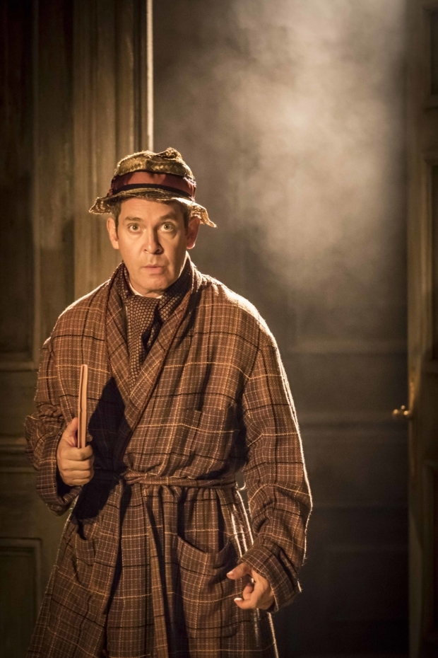 <p>Tom Hollander (Henry Carr) in <em>Travesties</em></p><br />© Johan Persson