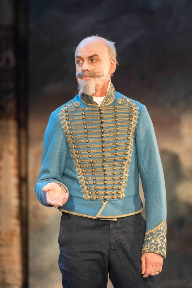 <p>William Chubb (Polonius) in <em>Rosencrantz &amp&#x3B; Guildenstern Are Dead</em></p><br />© Manuel Harlan