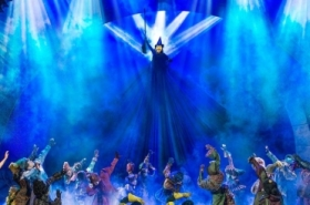 Wicked release new image of Elphaba and Glinda to celebrate 5000th performance