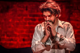 Critics praise Ben Whishaw in Bakkhai