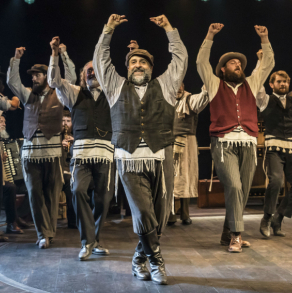 Did the critics hit the roof over Omid Djalili in Fiddler?